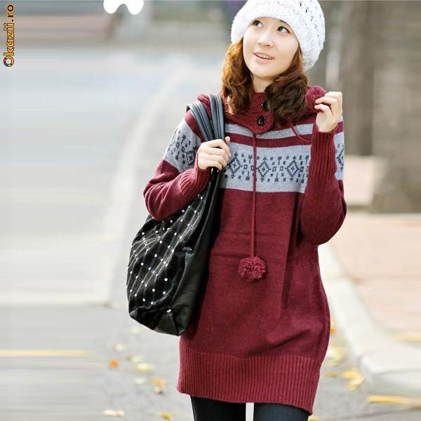 Длинный бордовый свитер с помпонами - Интернет магазин Flady.
